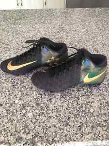 Nike football cleats- boys/men size 10