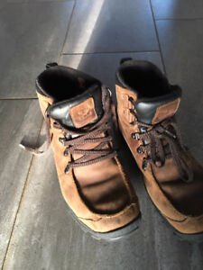 Mens /Boys Timberlands size 9 barely worn