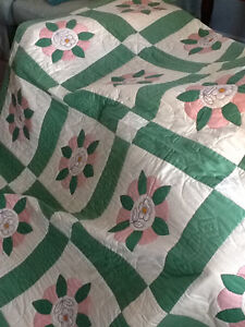 HAND QUILTED BED QUILT NEVER USED Kitchener / Waterloo Kitchener Area image 3