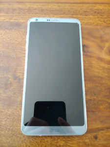 LG G6 - MINT condition w/ case and spare glass screen protector