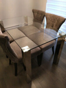 ***BRAND NEW TEMPERED GLASS DINNING TABLE***