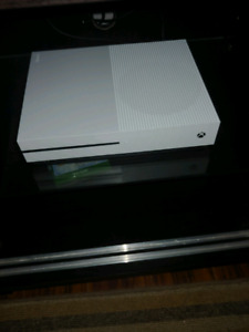 Xbox one s 1 tb few weeks old like new adult owned
