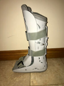 CLEAN/LIKE NEW AIR CAST BOOT - USED ONLY 6 WEEKS