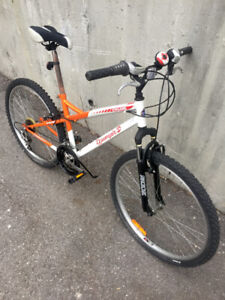 Very nice woman Raleigh fitness bike in LIKE NEW condition!