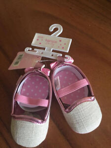 New Kensie baby girl shoes 6-9 months - souliers bébé fille neuf