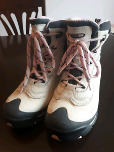 WOMEN'S COLUMBIA BOOTS SIZE 8.5