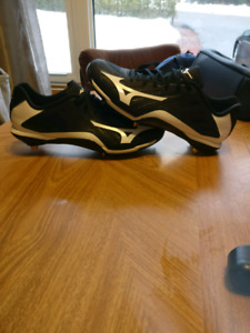 Mizuno baseball cleats and easton pants