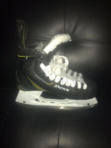 Size 7 CCM tacks skates