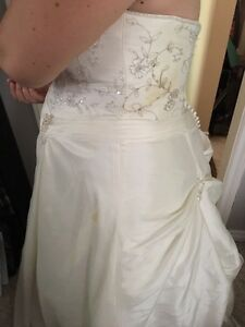 Wedding dress size 20 London Ontario image 3
