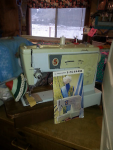 SINGER SEWING MACHINE WITH BOOK