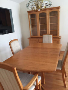 Dining Table with 4 Chairs and Hutch