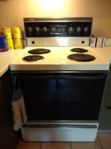 Electric stove Frigidaire brand