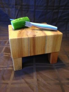 Mini wooden butcher block (Etsy: WoodenDecorArtisanat)