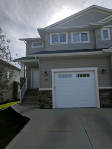 Half Duplex for rent in Lacombe
