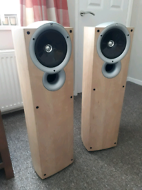 Speakers Kef q3 stereo hi fi speakers