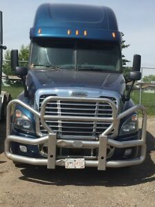2013 cascadia/Volvo 670 low Kms-great price