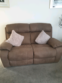 LAZYBOY BUCK Leather electric reclining suite