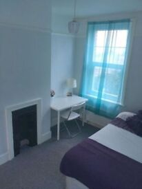 WONDERFUL SINGLE ROOM AVAILABLE NOW IN WESTFERRY!