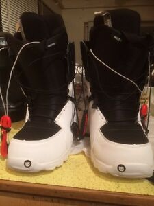 Like new snow boarding boots
