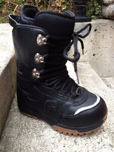 Women's Forum Snowboard Boots - Size 7 (like new)
