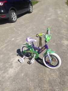 Childs bicycle with training wheels
