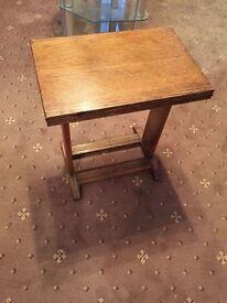 Swivel extending side table