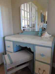 Seaside Antique Waterfall Vanity Table, Mirror & Bench