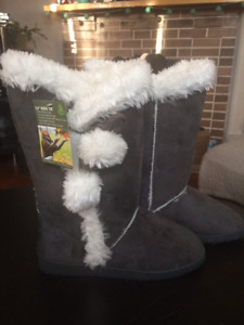 "Size 8 Dawgs grey 13"" microfibre boots"