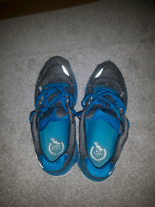Youth sneakers size 8.5
