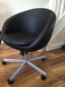 IKEA SKRUVSTA Swivel chair (black) Kitchener / Waterloo Kitchener Area image 2