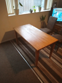 Table no chairs fits 6 seats