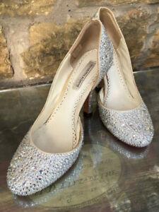 Elegant Swarovski crystal wedding bridal shoes