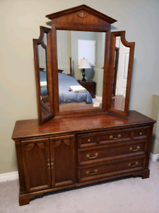 6 Piece Solid Wood Queen Bedroom Set