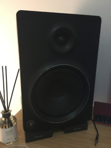 2x Mackie MR8 MK2 Studio Monitors with cables and isolation pads