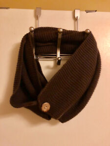 New knit infinity scarf with buttons