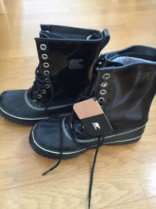 Sorel Waterproof Winter Boots - Size 7 like new with box