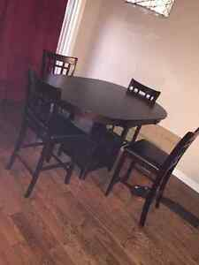 Brand new dining room set. No scratches London Ontario image 1