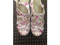 Beautiful floral heels size 4