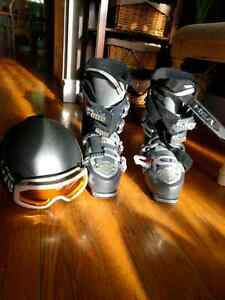 Ski boots men's 9.5 and helmet