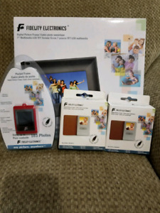 Set of Digital Picture Frames