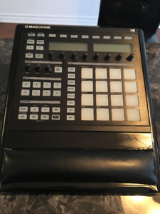 Native Instruments MASCHINE MK1 + Elevated Wood Trim + USB Cable