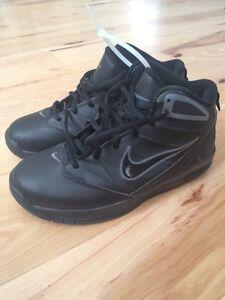 Boys 4.5 Nike Shoes Peterborough Peterborough Area image 1