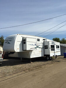 2005 Forest River Fifth Wheel