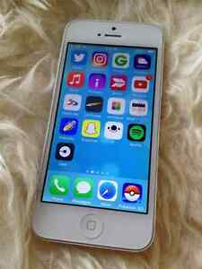 unlock white apple iPhone 5 16GB like new excellent condition