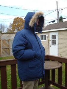 Manteau d'hiver en duvet pour homme, grandeur M - L ( neuf )