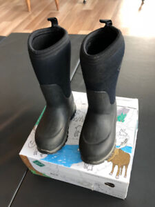 MUCK Size 10 kids boots