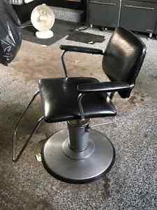 Hydraulic stylists chair