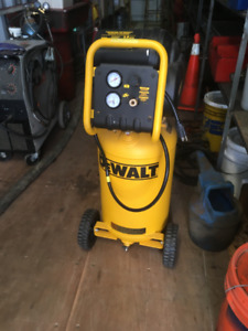 Compresseur à air DeWALT