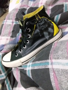 BATMAN CHUCK TAYLORS RARE (USED) great condition $60 size 6 male