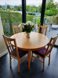Pine finish kitchen/dining table with 2 extensions and 4 chairs